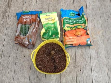 a mix of gravel,vermiculite and compost for the plants
