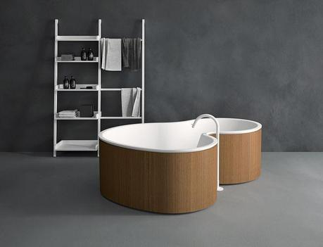 Minimalist, curved wood bathtub by Marcio Kogan MK27 DR by Agape