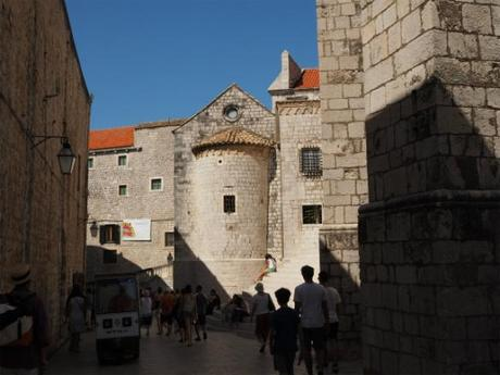 "P8110785 ""世界の宝"" ドゥブログニク,城内の風景 / Dubrovnik, Thesaurum mundi, sight into the castle walls"