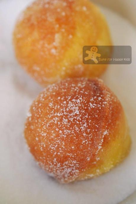 Jam-Doughnut Muffins (Nigella Lawson)