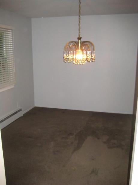 dining room in a vacant home for sale in Dix Hills NY