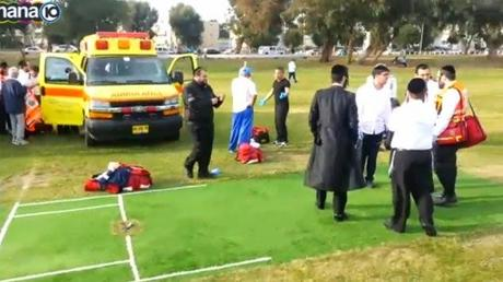 As Cricket mourns Phil Hughes - an Umpire too died on field ... !