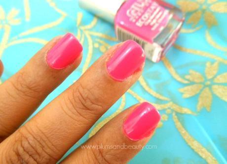 Lotus Herbals Ecostay Nail Enamel E14 Fiery Pink