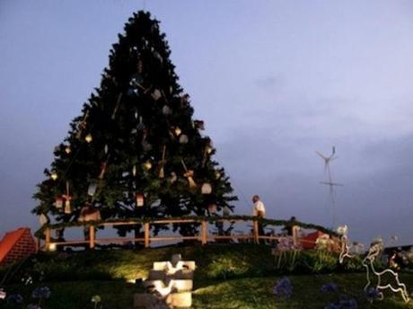 CTop 10 Unusual Ways to Power a Christmas Tree