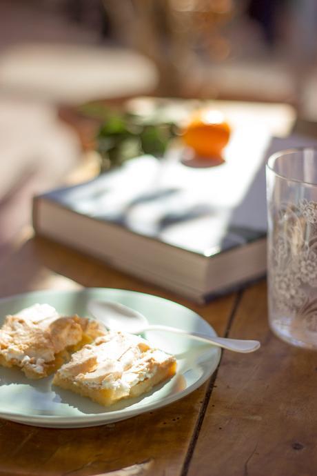 Meringue and clementine bars | Torta de merengue y clementina