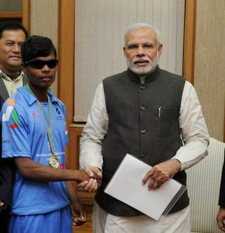 India beats Pak to win Blind Cricket World Cup 2014 - Shri Modi meets players !