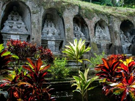 kuil-gunung-kawi-bali-indonesia-h-funeral-monuments-thought-to-be-dedicated-to-king-anak-wungsu