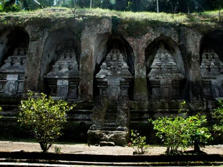 kuil-gunung-kawi-bali-indonesia-f-rock-cut-candi-shrines-that-are-carved-into-some-7-metre-high-sheltered-niches