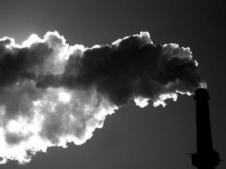 What progress did the UK make tackling climate change in 2014?
