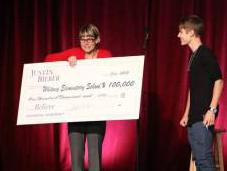 Justin Bieber Performs Vegas School