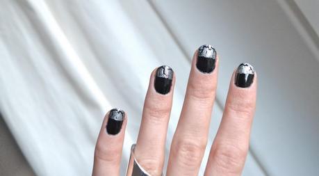 Snowy Glitter Nails