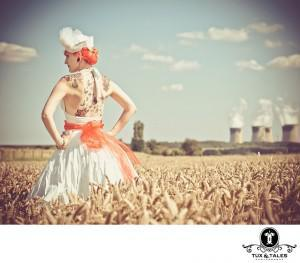 A tattooed bride in a wheat field