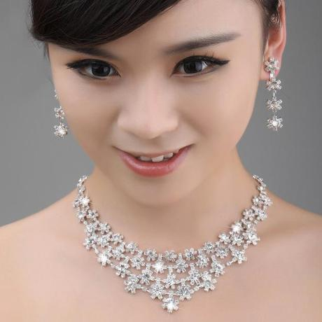 Pearl or diamante jewelry to wear with cheongsam