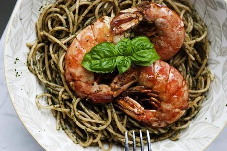 Whole Wheat Spaghetti with Pesto and Garlic Shrimps