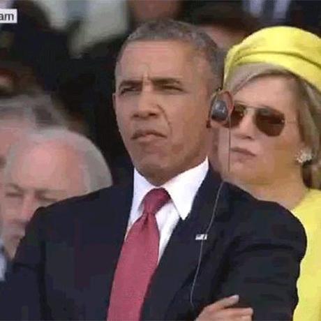 Obama chews gum1