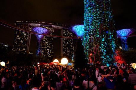 Loads of people at  Christmas at Gardens by the Bay...still quiet, well sort of...