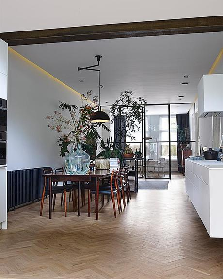 This Apartment Shows How to Build the Perfect Live-Work Space