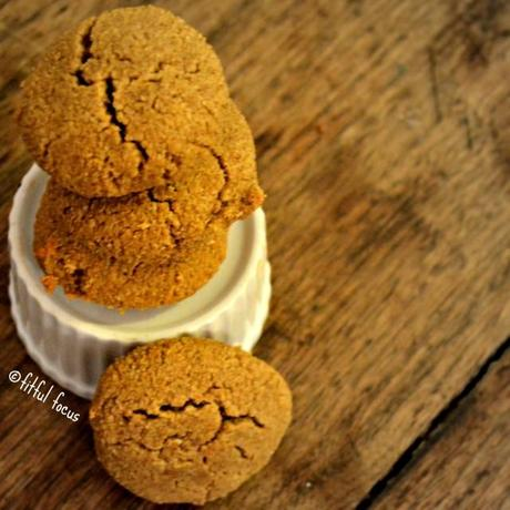 Paleo Pumpkin Spice Cookie via Fitful Focus #paleo #glutenfree #pumpkin #cookies #recipe