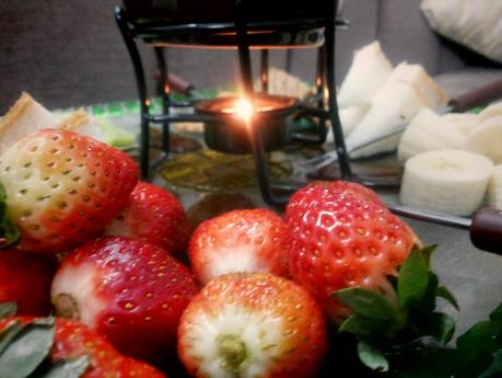 Breakfast in bed -Chocolate Fondue With Fruits Get Set for Valentines Day