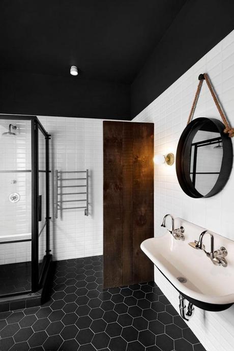 Round Bathroom Mirror | Image Via Emilie Bédard Architecte