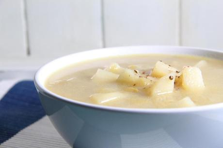 Cheesy Vegan Leek & Potato Soup