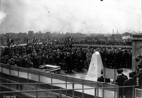 Jules Védrines, 1st pilot to fly at more than 100mph, winner of the 1912 Gordon Bennett race, once landed a plane on a dept store roof on a dare... and though the people loved it, the city was PISSED!
