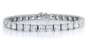 Forevermark by Norman Silverman 23.14 ct Line Bracelet with Cushion Cut Forevermark Diamonds set in Platinum