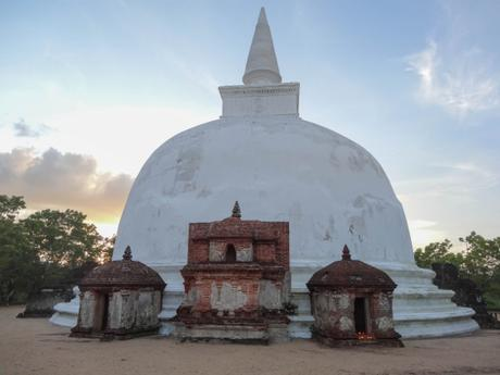 5 Beautiful Attractions in Sri Lanka