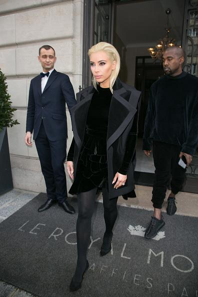 Kim Kardashian Goes Blonde (0_o)