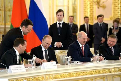 Putin Lukashenko Union State mtg 6 March 2015 docs signed b
