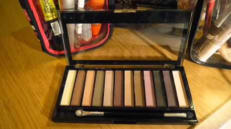 Revolution Redemption Palette 'Romantic Smoked' La Mode D'Emm