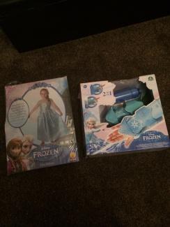 Disney Frozen Elsas Magic Snow Sleeve - £30.00 - Hamleys for ...