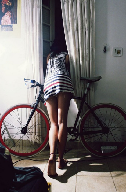20+ Photos of Women, Bikes & Cars That You Need To See ASAP #32