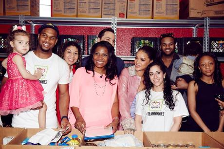Rihanna & Jim Parson Help Out At A Food Pantry