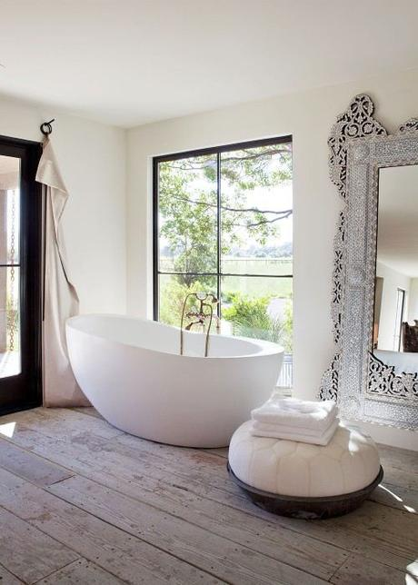 How To Make Your Bathroom Look Bigger!