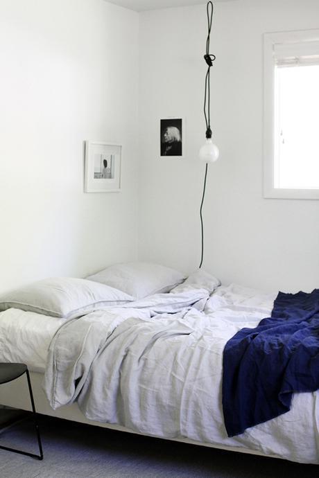 bare bulb pendant lamps as bedside lighting image via a merry mishap bare bulb lighting