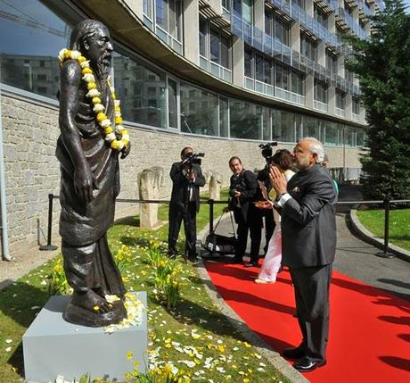 PM Narendra Modiji pays floral tributes to statue of Sri Aurobindo at UNESCO HQ