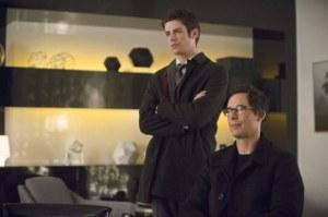 the-flash-image-all-star-team-up-grant-gustin-tom-cavanagh-600x399