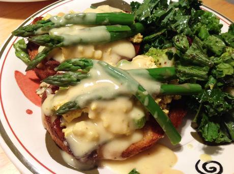 Asparagus Tofu Tartines with Light Vegan Hollandaise Sauce - Paperblog