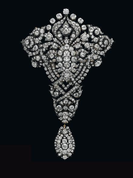 Maria Christina Royal Devant-de-Corsage diamond brooch • Image: Christie's