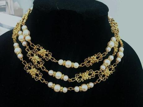 triple looped pearl necklace