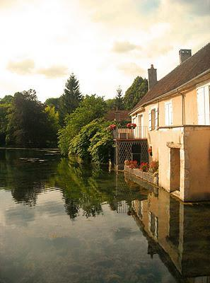 Beautiful fountains, beautiful villages and beautiful wine in France