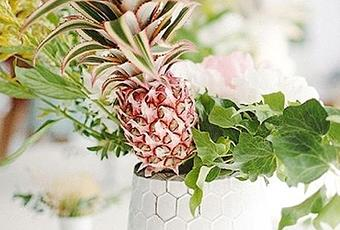 Sunday Bouquet Centerpiece With Pineapple Paperblog