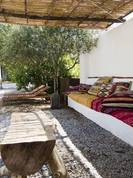boho-backyard-kilims-thatch-awning