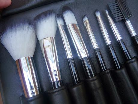 8 Piece Avere Makeup Brush Set with Case Review
