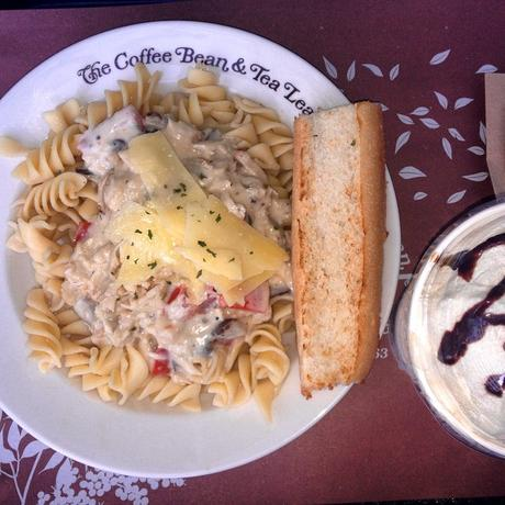 #Coffee + #Pasta = #PerfectAfternoon (at Coffee Bean & Tea Leaf - Robinson's Place Manila)