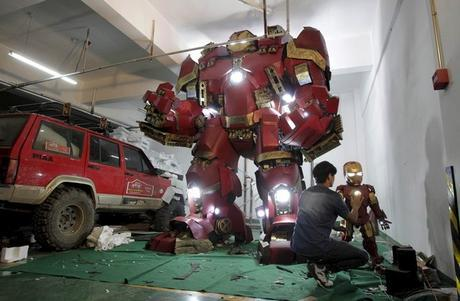 Die Hard Iron Man Fan Builds Himself a Life-Size Hulkbuster Armor