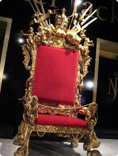 Michael-Jacksons-Yellow-Golden-Throne