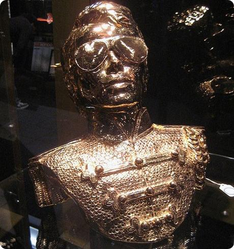 Michael-Jacksons-Gold-Statue