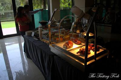 A Few Hits And Too Many Misses: Sunday Brunch at Oasis, Vivanta by Taj, Surajkund